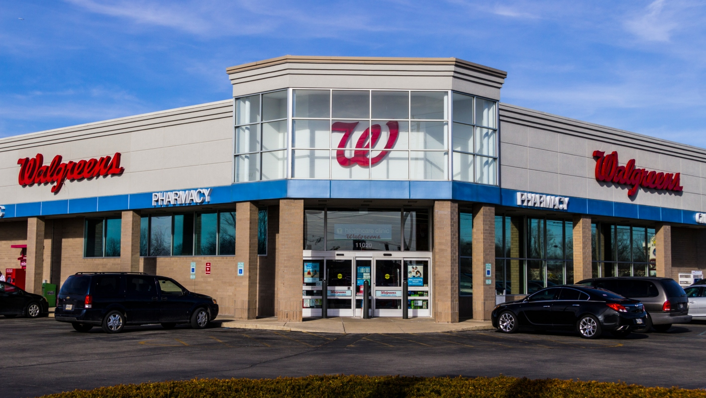 Is Walgreens open on Thanksgiving?
